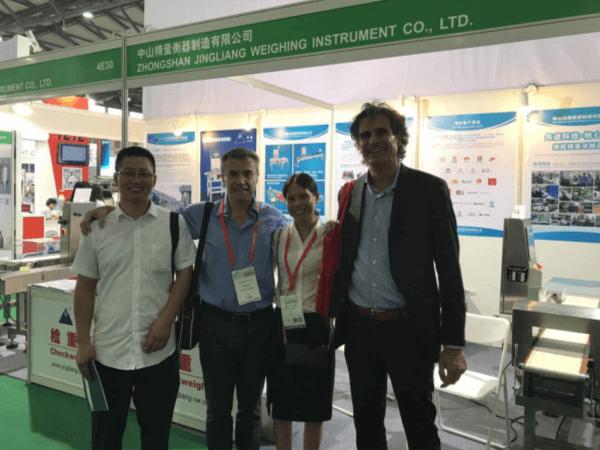 【精量衡器】2017年7月上海PROPAK与外国客户合影