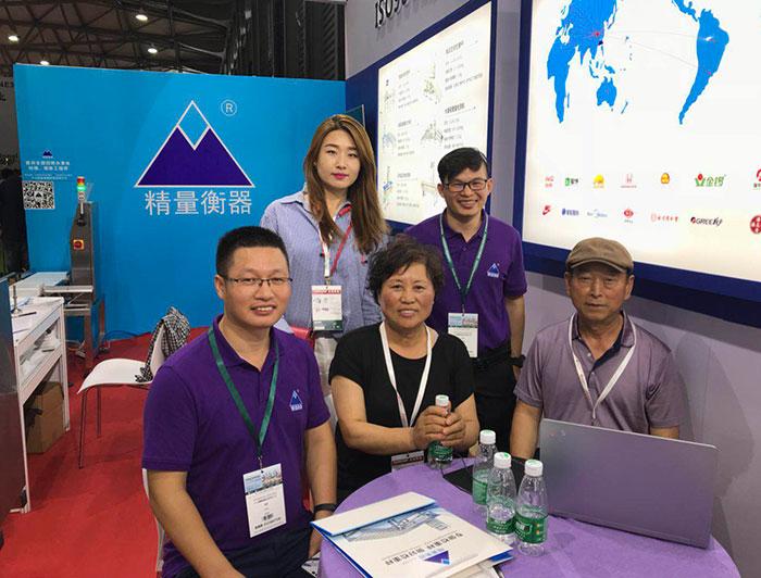 2018年7月中山精量上海展与客户合影