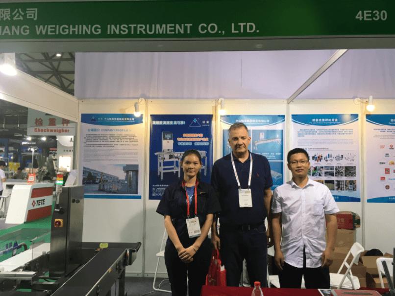 【精量衡器】2017年7月上海PROPAK与客户现场合影