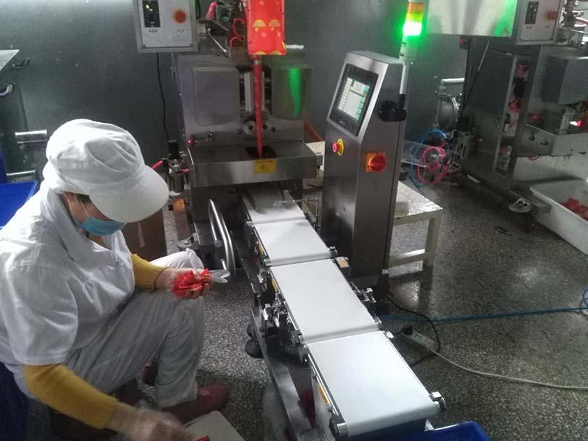 中山精量检重秤食品酱料包应用案例